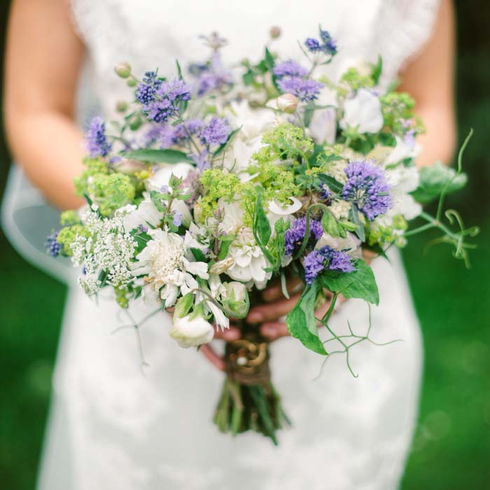 Bridal and wedding florist oxfordshire a photo of a bride holding a bouquet